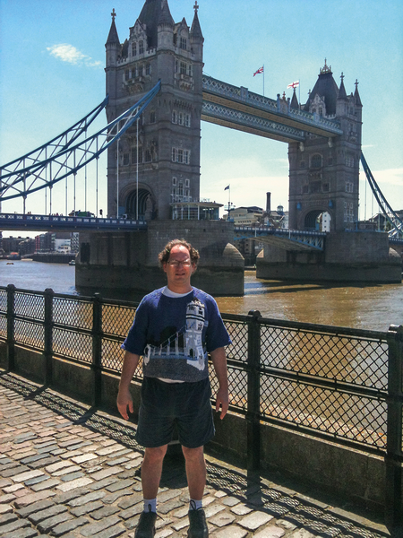 tower-bridge-jumper-worn-in-front-of-londons-tower-hurma-_resize
